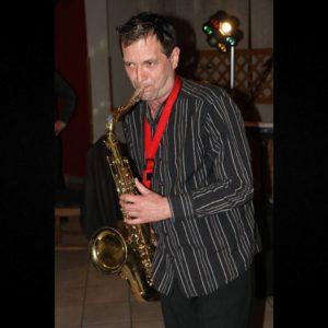 samokes - prvi saksofon skupine objem