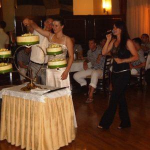 Razrez porocne torte