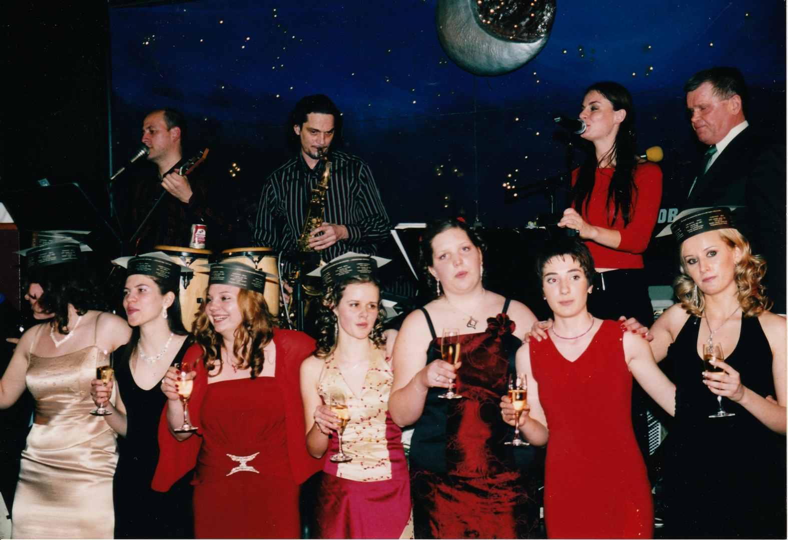 Maturantski ples z glasbeno skupino Objem